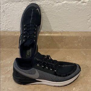 Nike Shoes - Like New Nike Structure Shield